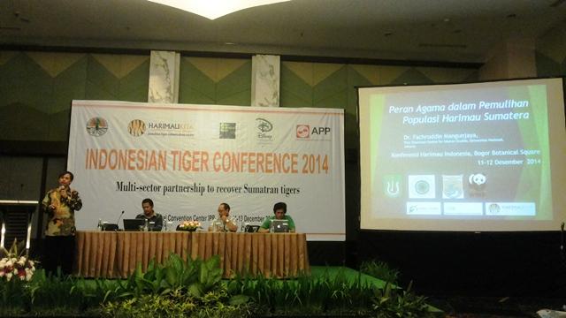 Dr Fachruddin Mangunjaya berbagi pengetahuan tentang peran agama dalam konservasi alam