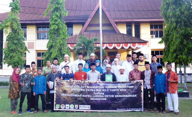 Peserta pelatihan Dai Konservasi Riau yang diikuti oleh 30 peserta dari pesantren di Riau