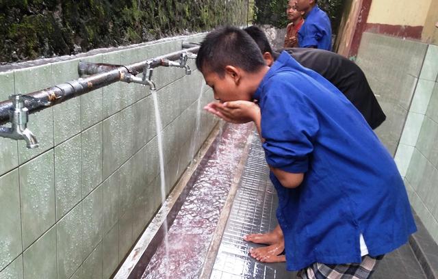 Umat Islam memanfaatkan dan memerlukan air bersih untuk ibadah dan kehidupan