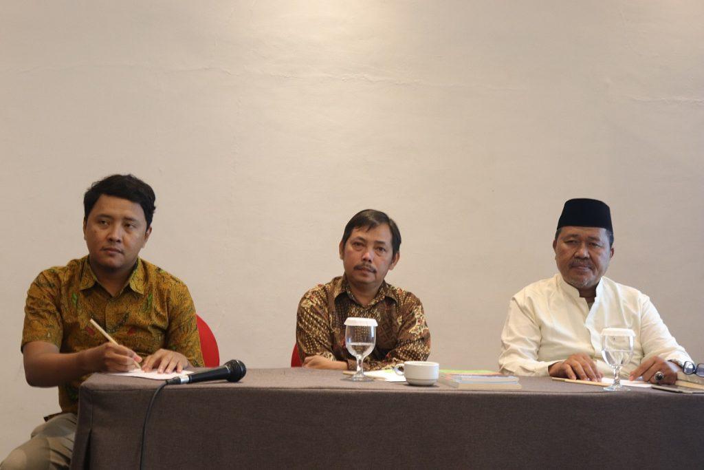 Sosialisasi Fatwa MUI No.4 Tahun 2014 bersama Dr. Fachruddin Mangunjaya (PPI-UNAS) dan KH Abdurrahman Qohar (MUI Provinsi Riau). Foto: YM/PPI-UNAS